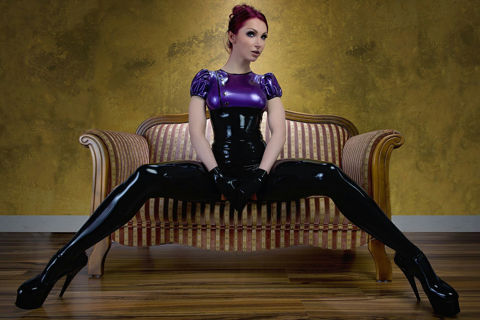 model susan wayland in latex by deadlotuscouture photo s m photography