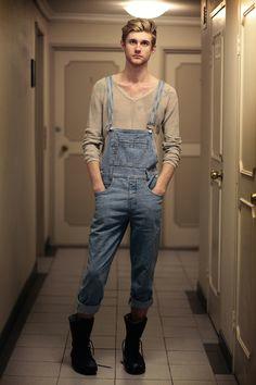 gostei do estilo mas dobrar a barra e desnecessario overalls outfit denim overalls