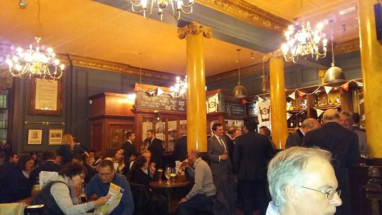 hung drawn quartered im hung drawn and quartered pub kurz nach buroschluss
