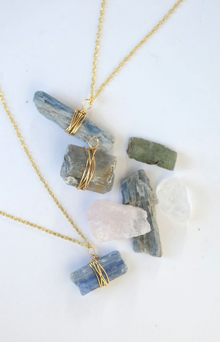 make this diy wire wrapped crystal pendant on aliceandlois com