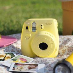 gauche blau gelb geschenke gute laune urlaub instax mini 8 kamera