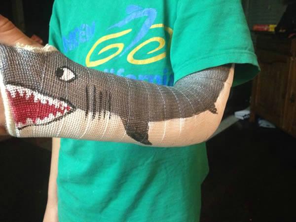 a99096 cast 4 shark jpg