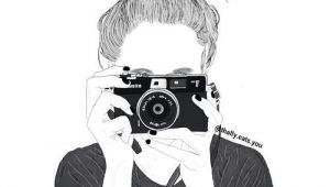 Drawing Of A Girl Holding A Camera A D Aa E N Oday Ad Azi Nga A Sue9160a A R T Drawings Tumblr